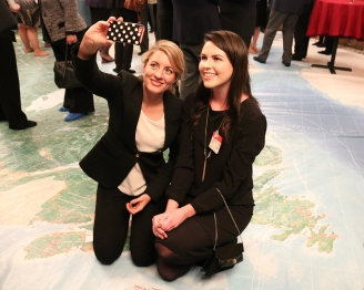 YoCo Member Delany posing for a selfie with Honourable Mélanie Joly, Canadian Minister of Heritage on Parliament Hill for the Canadian Museum Association's Canadian Museums Day. Source: Canadian Museums Association, Mafoya Dossoumon Source: Association des musées canadiens, Mafoya Dossoumon